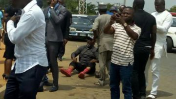 Melaye-middle-on-the-floor-in-a-photo-criculating-on-Twitter
